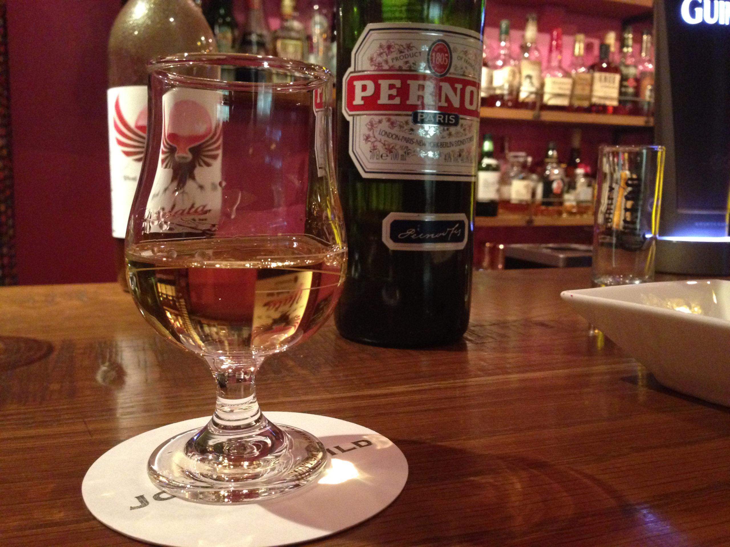 蒸留酒ペルノ バーのイメージ写真 バー一年生 組立通信LLC.コンテンツサイト