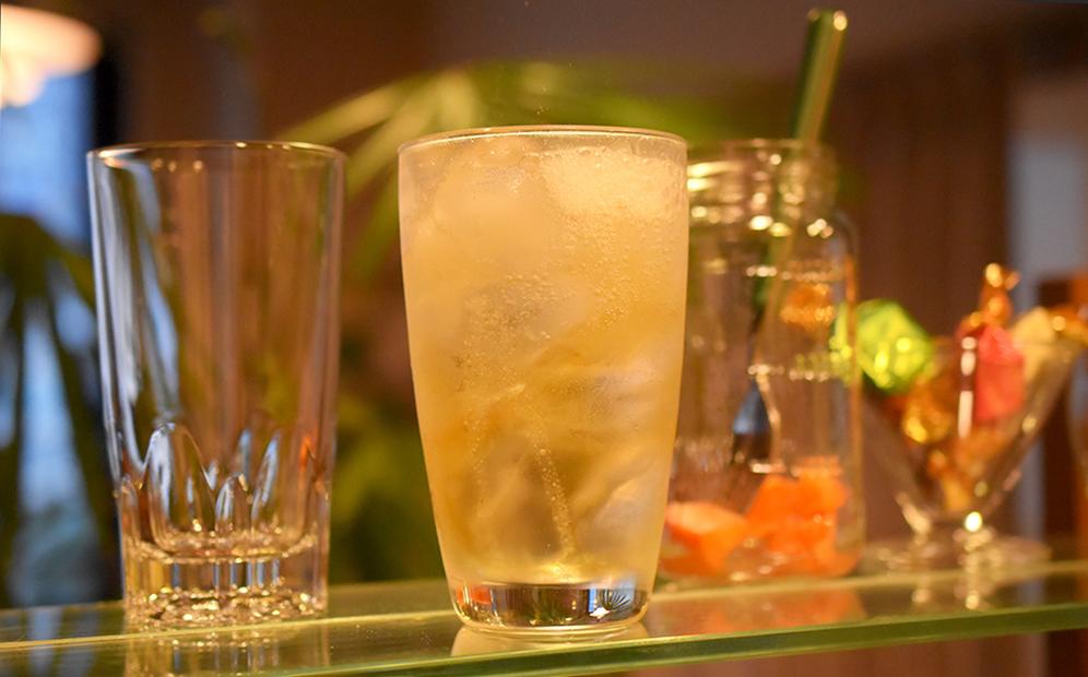 家飲みで美味しい本格ハイボールを作るコツ、最後は混ぜないで完成!-kumitatetsushin.jp